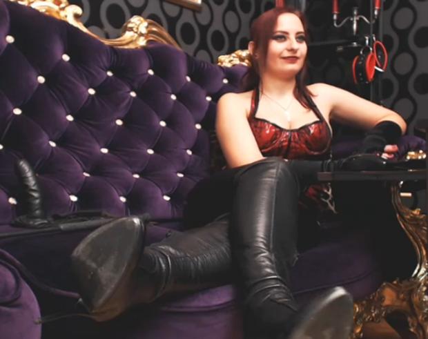Get Tortured by Live Sex Bondage Mistress QueenOphelia